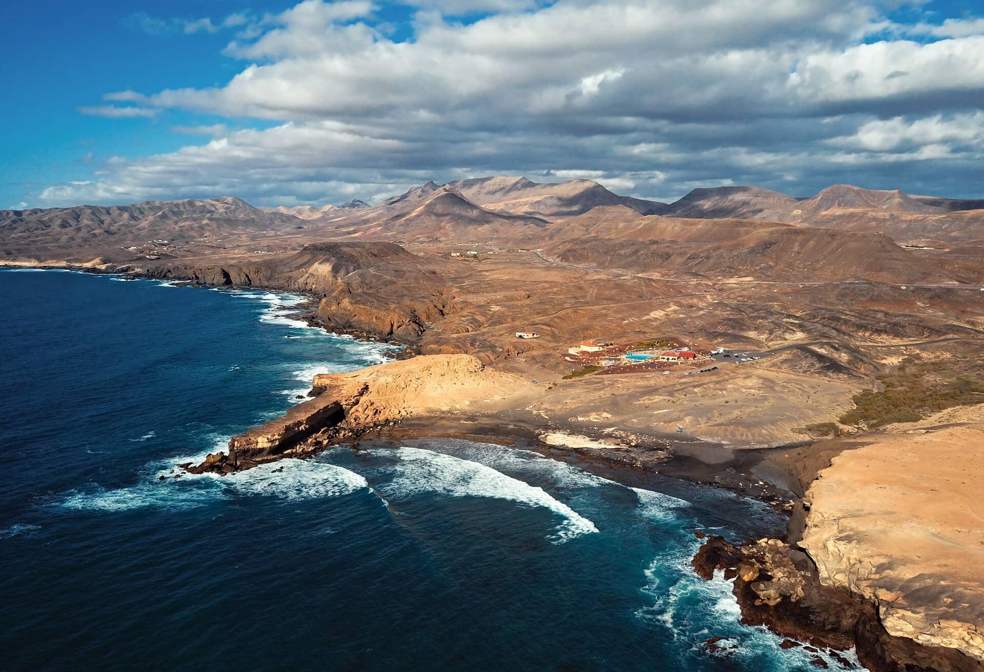 Imponerande utsikt över Kanarieöarna under lågsäsongen.
