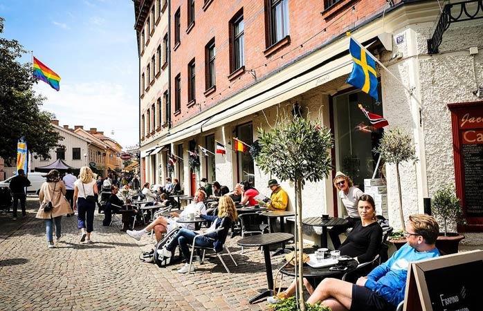 Slappna av och njut av solen i ett av Göteborgs många mysiga kaféer