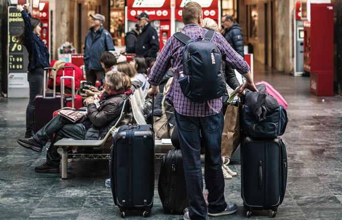 Läs det finstilta för att veta hur tungt och stort ditt incheckade bagage och ditt handbagage får vara