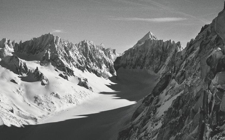 """Chamonix, skidåkarnas mecka – Peak Performance delar tips från """"the locals"""""""