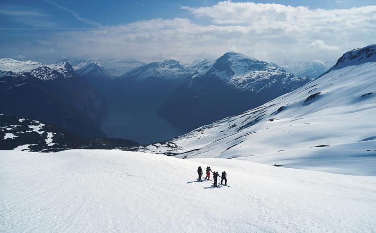 Tura där berg möter fjordar – Peak Performance tipsar om Sunnmörsalperna