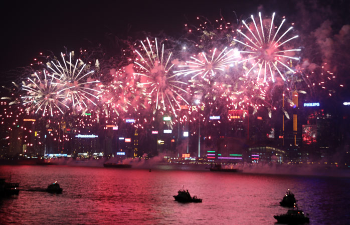 I Hong Kong tar man fyrverkerier på allvar. Se till att få en bra utsikt över hamnen på nyårsafton och njut av showen!